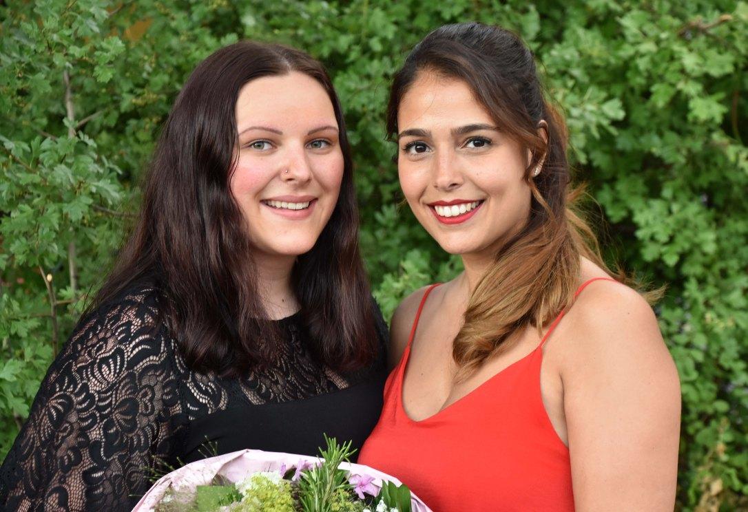 Fabienne Trümpy (links) hat ihre LAP mit der Traumnote 5,5 beendet. Ein grosser Dank geht an die Ausbildungsverantwortliche Rita Varerse.